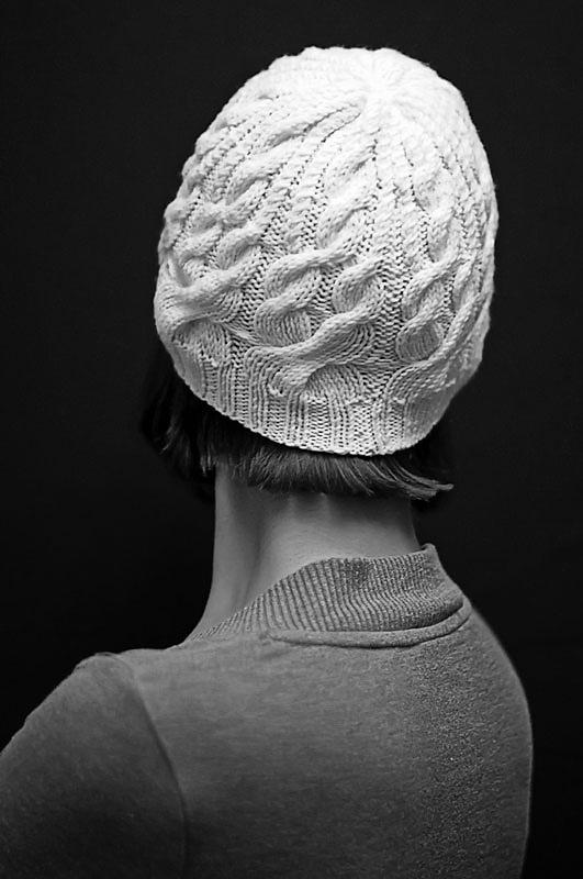 """Облягаюча шапка з візерунком з кіс """"Білий краєвид"""""""