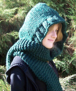 One Skein Knitting Pattern : Ravelry: Super Bulky Scoodie with No-Pointy Hood pattern by Emily Watts