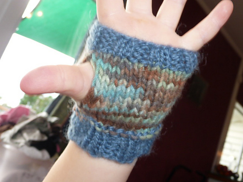 Knitted Hand Warmers Free Patterns : Sams Snippets: Free Pattern: Easy Kids Hand Warmers