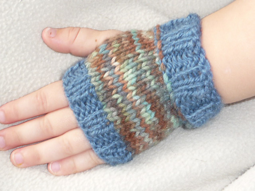 Knitting Pattern For Childrens Hand Warmers : Sams Snippets: Free Pattern: Easy Kids Hand Warmers