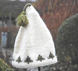 Knitted Christmas Tree Hat Pattern : Ravelry: Christmas tree hat pattern by Gralina Frie