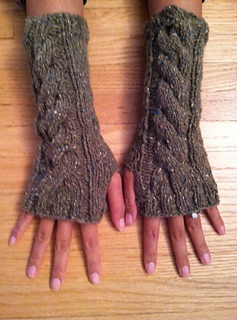 Arm Warmers Knitting Pattern Simple : Ravelry: Cwtchy Cable Armwarmers / Wristwarmers pattern by Sarah Knight - Cra...