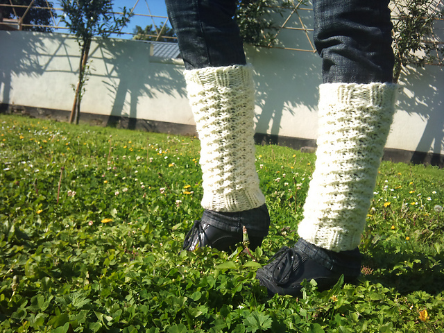 I need a pattern for leg warmers for a beginner knitter.These are