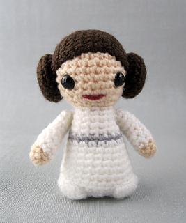 Amigurumi Star Wars Tuto : Ravelry: Princess Leia - Star Wars Mini Amigurumi pattern ...