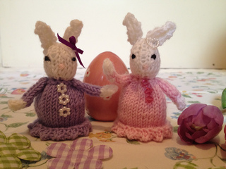 Ravelry: CREME EGG COSY pattern by Alison Hogg