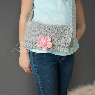 Ravelry: Girl?s Cross Body Crochet Purse pattern by Leelee Knits