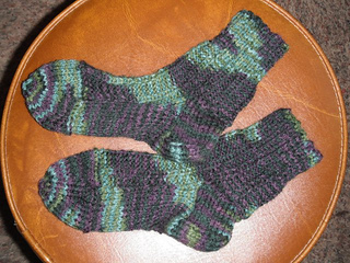 Knitting Patterns For Zingy : Ravelry: Zingy Zigzag Socks pattern by Lena Maikon