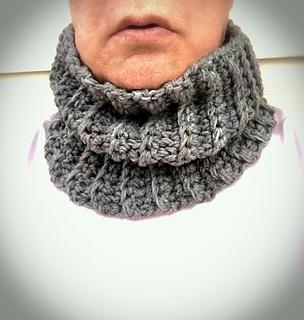 Ravelry: Men's Ribbed Neck-warmer pattern by V. Noël