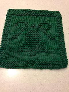 Ravelry poshlynne 39 s christmas bell dishcloth for Knitted christmas bells