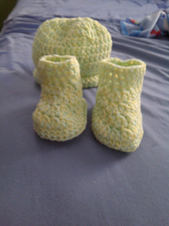 Ravelry: Babys Hat & Booties Set (Archived) pattern by ...