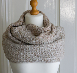 Knitting Quilted Lattice Stitch : Ravelry: Quilted Lattice Cowl pattern by Debbie Seton