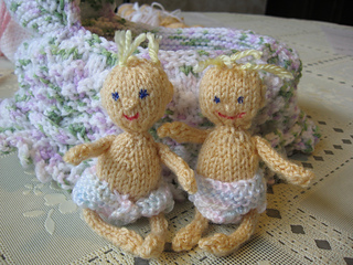 Ravelry: tiny knitted baby doll pattern by Diane Wonderly