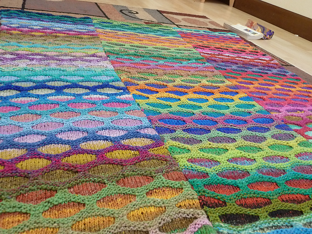 Knitting Pattern For Honeycomb Blanket : Musings of a Yarn Mom: HONEYCOMB WAVES BLANKET: FREE PATTERN!